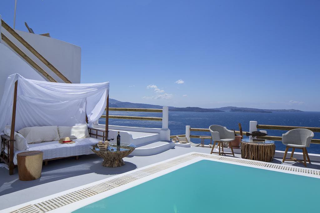 Oia honeymoon suite with hottub boutique hotel in for Boutique hotel oia