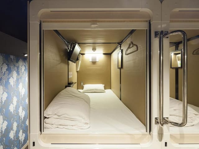 [6 minutes walk from Higashi Ginza Station] Excellent access to Tokyo's central area/ Capsule room for men / with TV (fr