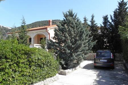 Beautiful three bedroom holiday home in Barbat - Banjol - Daire
