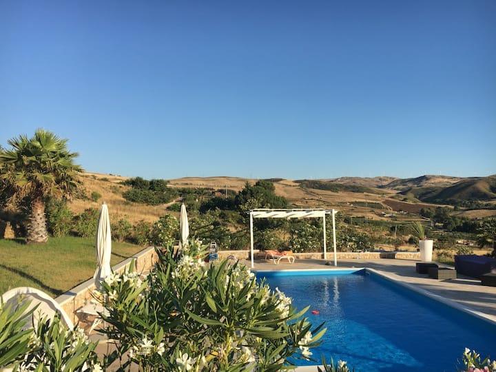 Villa Mario with spacious pool and garden