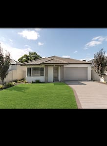 1 Close to Airport/Casino/City/Mall - House