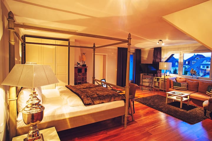 "Romantische ""Long Island Suite"" mit Himmelbett"