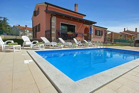 Haus Sime 2 mit Pool - Nova Vas - Casa