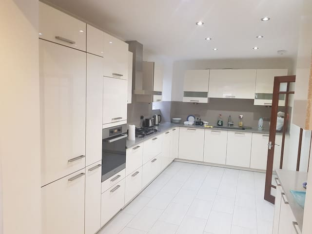 Big Gorgeous Home 5* North-West London