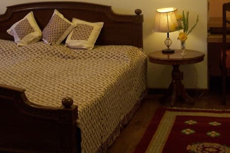Peach room at country homestay in Dharamshala - Villa