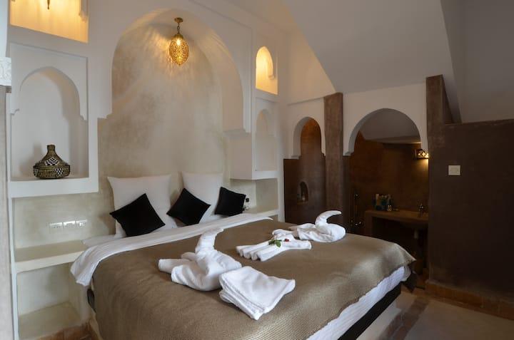 Chambre privee sur Patio, dans Riad avec piscine