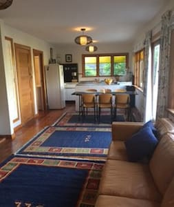 Cute cottage with private garden and sunny deck - Nelson - Ev