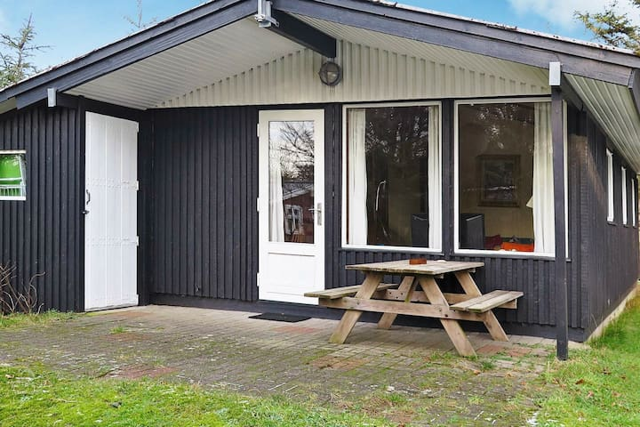 Stylish Holiday Home near Struer with Garden Furniture
