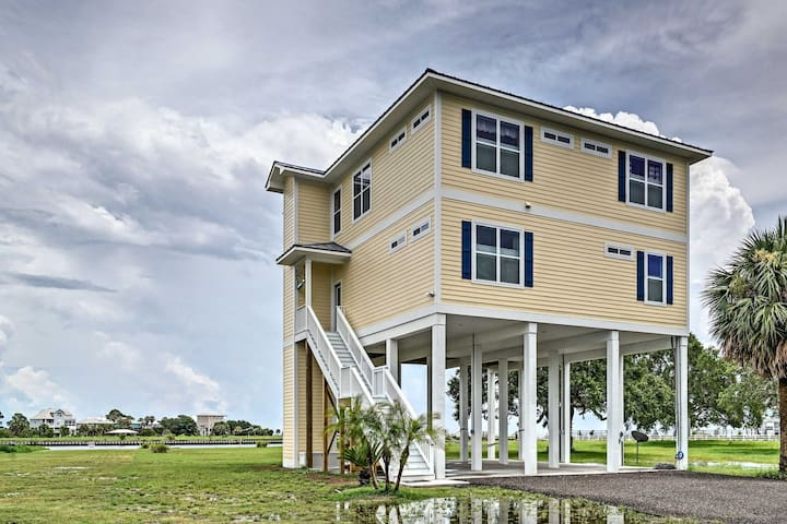 New! 4BR Crawfordville House w/2 Waterfront Decks