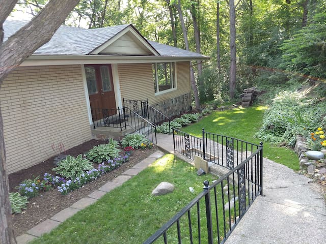 Large Beautiful Clarkston home close to I 75