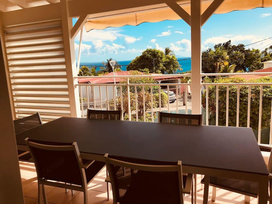 Terrasse avec grande table 6 places