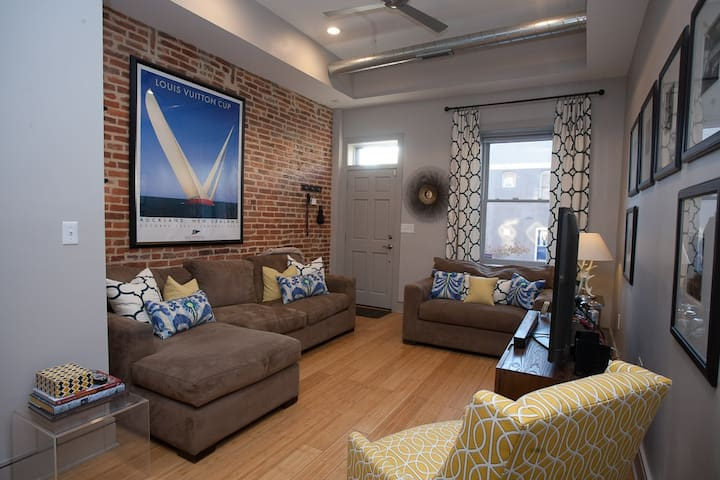 Luxury Art-Filled Rowhouse Canton - Baltimore - House