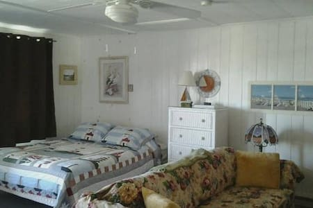 Studio @ Beach: all Towels, Linens & Bedding incl. - North Truro