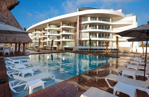 Gorgeous Beachfront Condominium Ideal for Family