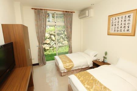 禪與松休閒養生會館-清幽雙人房 - Shuili Township - Konukevi