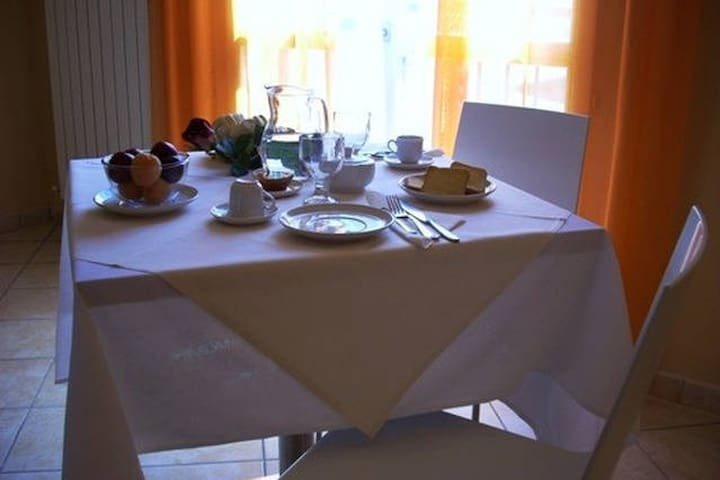 Royal Room & Breakfast - Double Room with 2 Beds - Modena