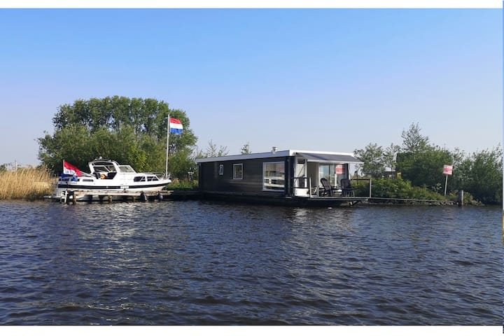 fantastic houseboat near Grou and the Pikmeer