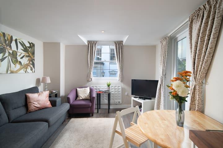 The Cottages - 2bed 2bath  Apartment  w. Terrace