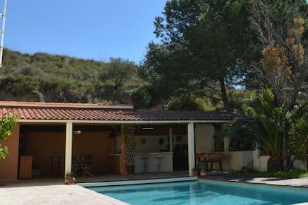 PEACEFUL VILLA WITH VIEWS NEAR PEZENAS - Bélarga