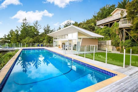 Modern, luxury and sun filled 2 bedroom Cabana! - Whangaparaoa