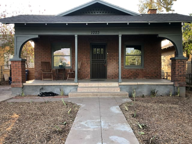 Modern Bungalow Downtown near Airport / Convention