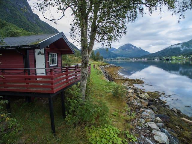 Cabin 4 - by the Fjord Tresfjord Vestnes