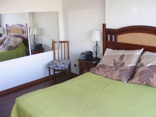 Habitación privada, estacionamiento y piscina - Puente Alto - House