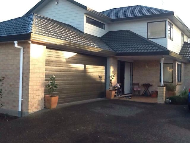 Very comfortable private rooms - Auckland - Huis