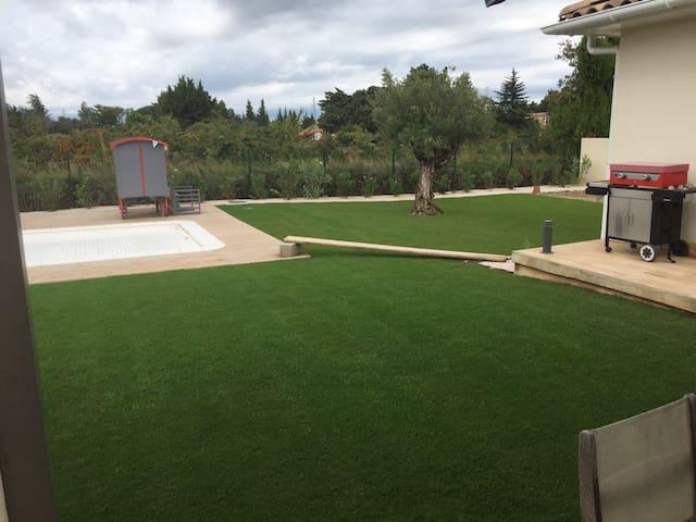 Villa au coeur des vignes, 160m2 avec piscine - Sorgues