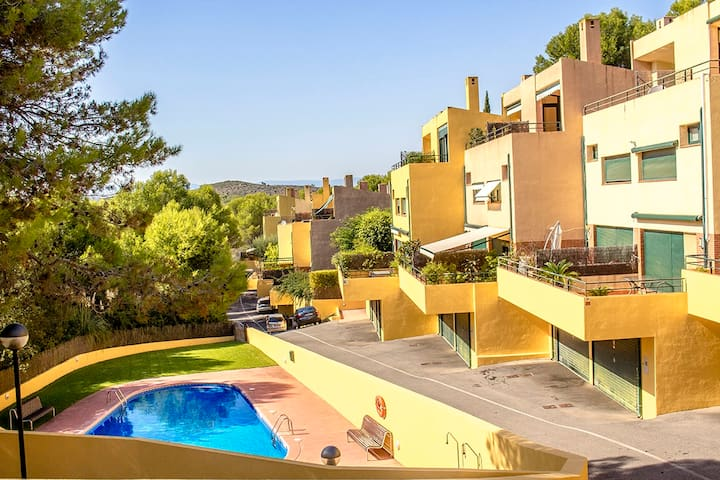 Modern condo in Tamarit for 6 guests, just 500m to the beaches of Costa Dorada! Catalunya Casas