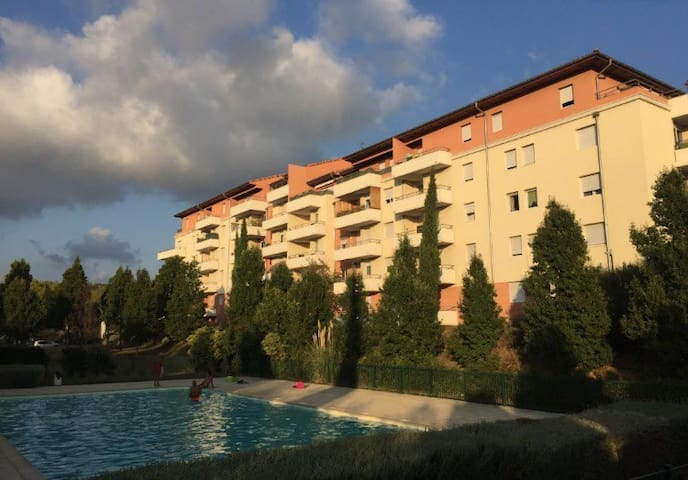Location T2 avec piscine partager, plus parking