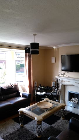 Hazel Grove Stockport 3 double bedrooms 1 single