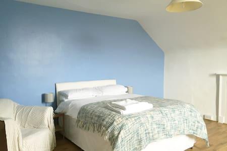 Double Bedroom in Victorian House - Casa