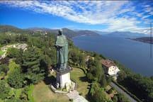 Statua di San carlone. Arona  da visitare assolutamente con una vista mozzafiato.