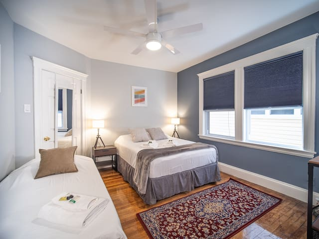 """Luxury bedroom""""B"""" close to Tufts, Harvard By Pike"""