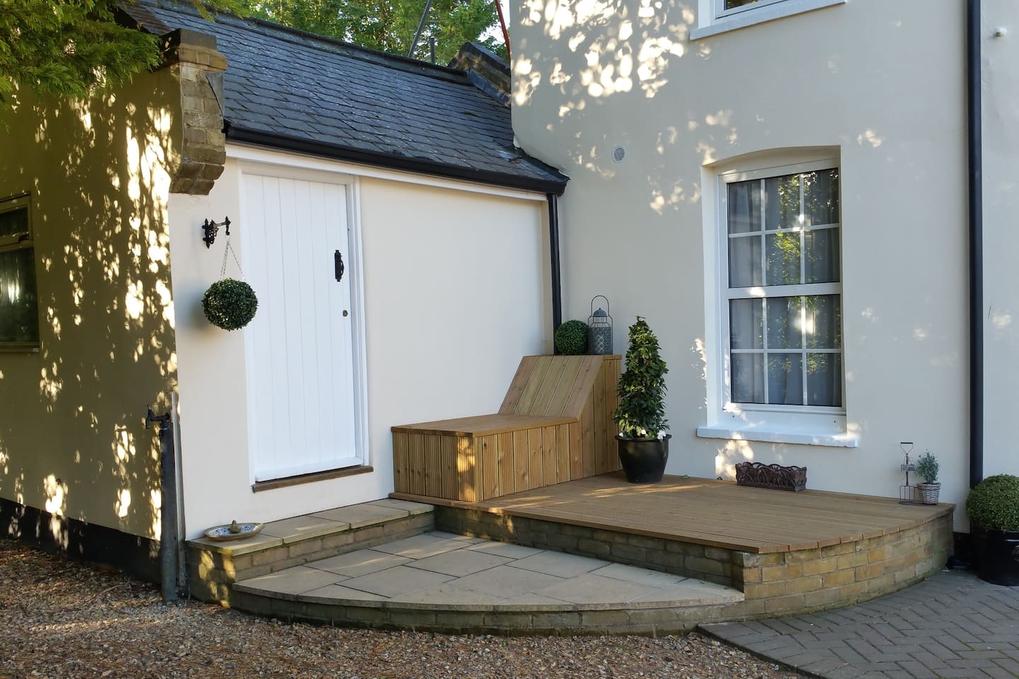 WELL HOUSE WITH OWN PRIVATE ACCESS