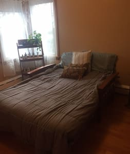 Nice room in a quiet part of town - Easthampton