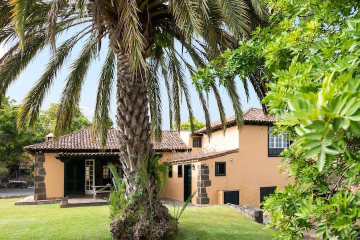 Tropical garden Holiday Home
