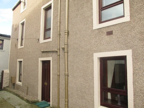 2 bedrooms on ground floor of historic Townhouse
