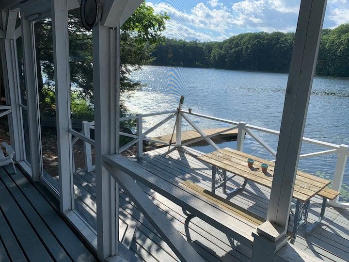 Adirondack Lake Cottage, 20 Mins from Saratoga!
