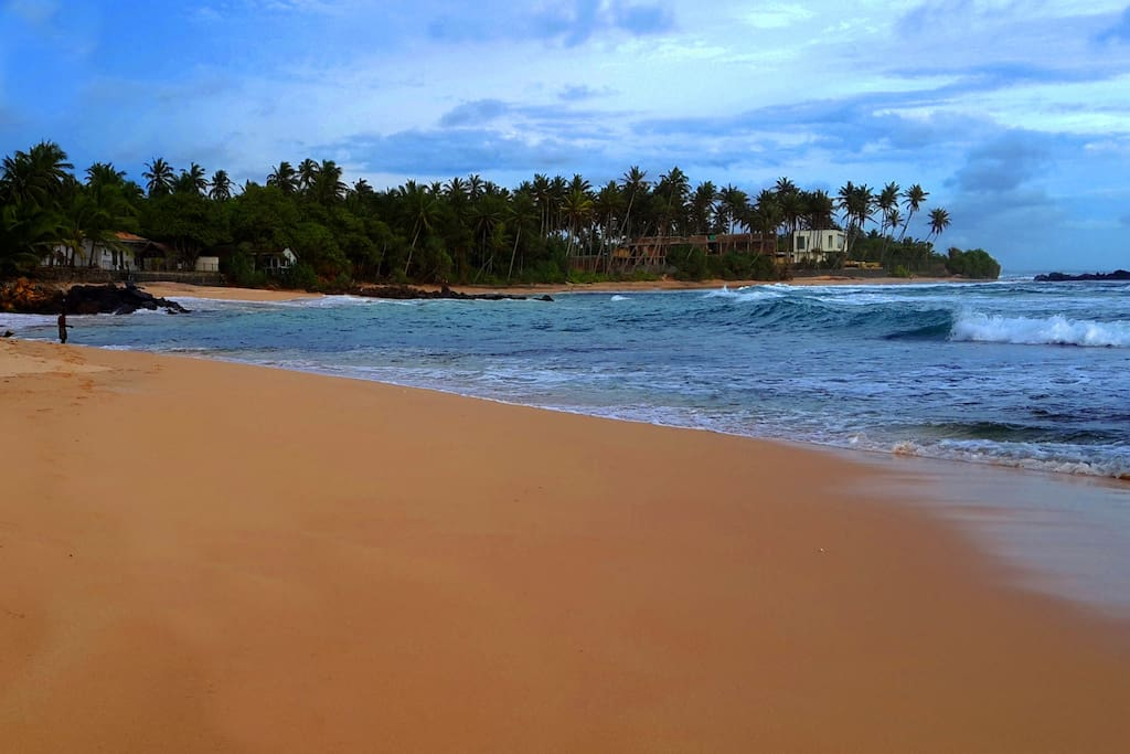 10 mins walk to Dalawella Beach