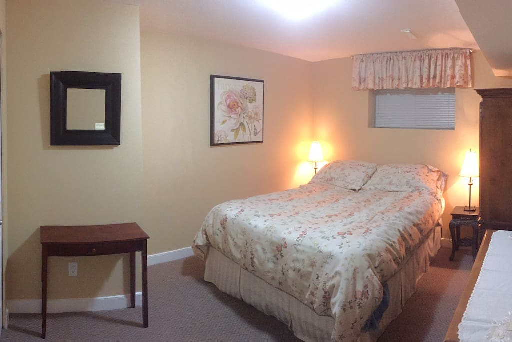 Quiet spacious clean and tranquil place with a Queen bed for that peaceful and restful sleep you deserve.