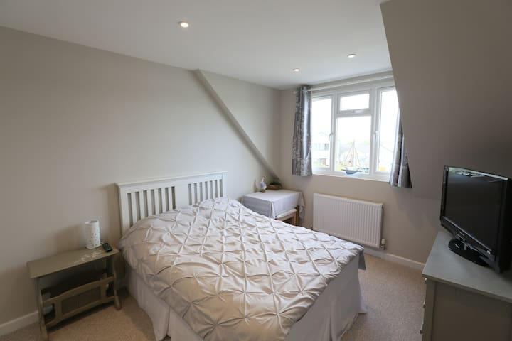 Double en suite room, Wimborne