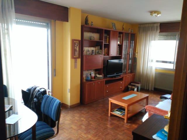 Apartamento muy luminoso. Excelente aparcamiento - Burgos - Apartment