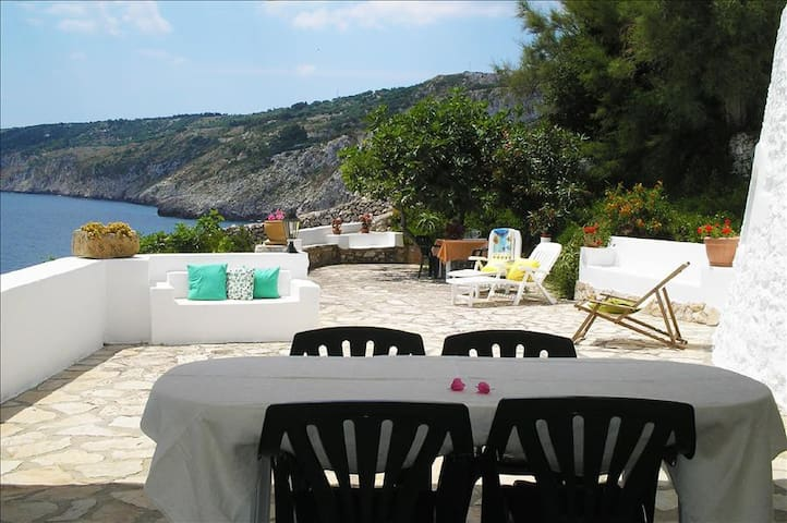 ****Villa degli Artisti,private access to the sea