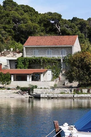 Two bedroom apartment near beach Pomena, Mljet (A-4918-a) - Pomena - Apartamento