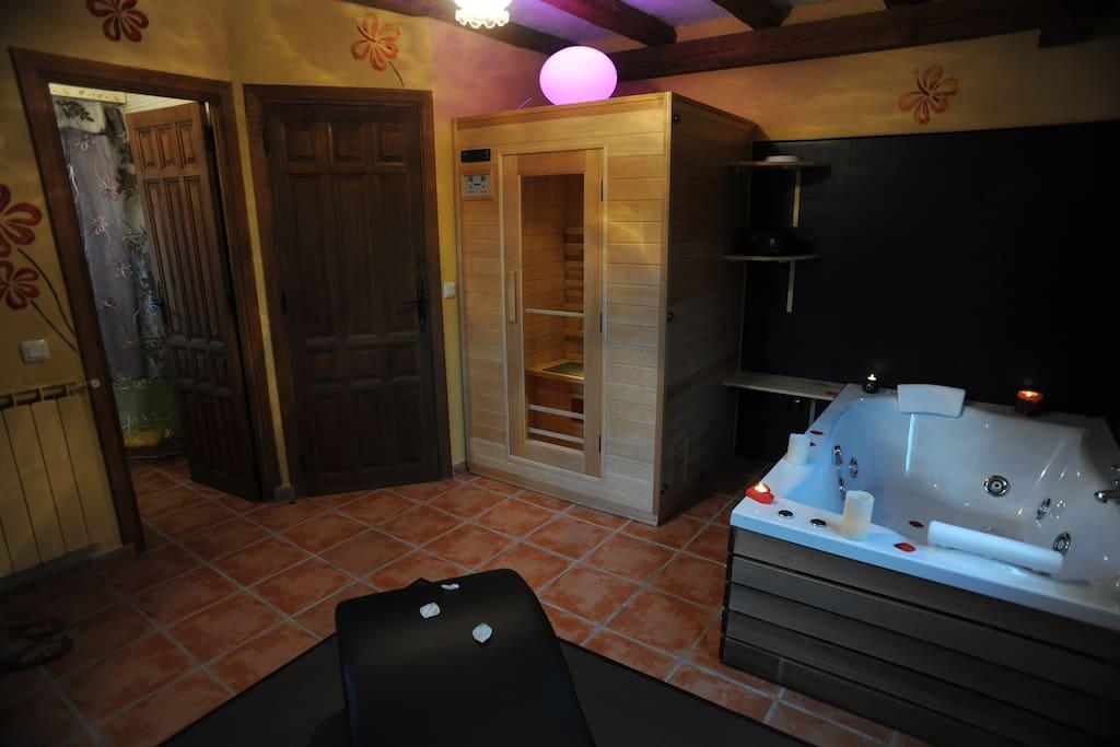 Sauna y Jacuzzi Spa privado de la casa el Roble
