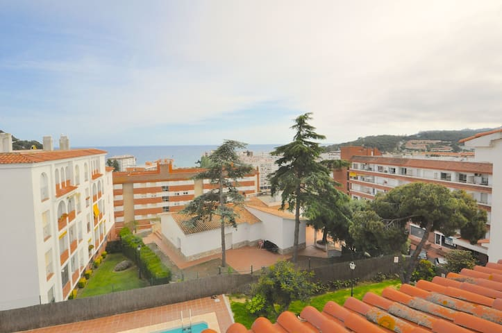 Apartment Fresnos Duplex- sea view, 300 m from the beach, swimming pool and recreation area