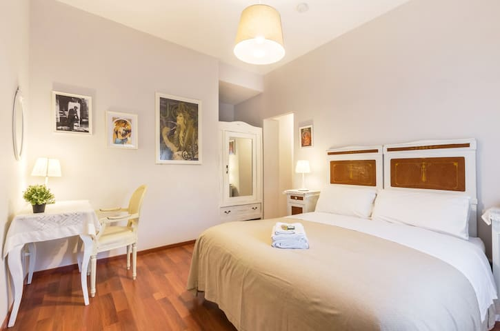 Mucha Suite - Liberty Trastevere B&B