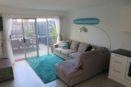 2 brm Apartment near Noosa River and Noosa Heads - ヌーサビル